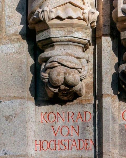 Autofelatio medieval